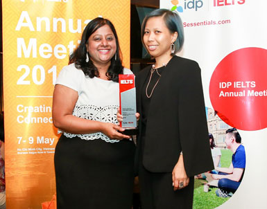 UOWD receives top award at IDP's Global Excellence Awards ceremony